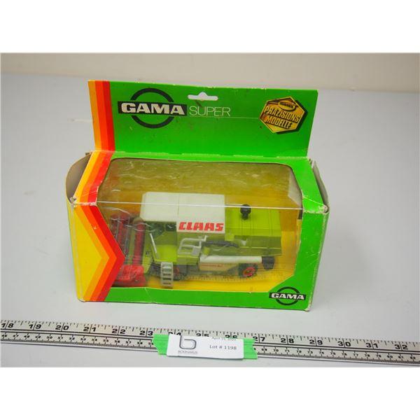 "Gama Super CLAAS Dominator Combine (In Box) 7.5"" Long"