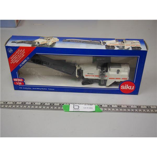 Siku Wirtgen W2000 Road Milling Machine Scale 1/50 (NIB)