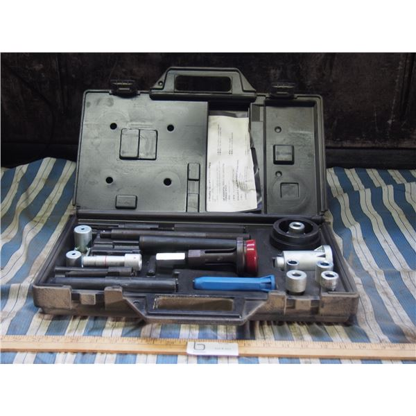 HM 282 5 Speed Manual Transaxle Service Set (Missing 2 Pieces) in Case