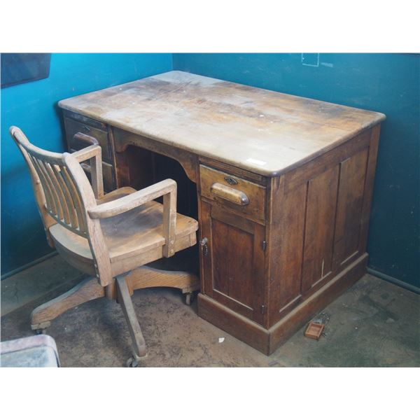 Marcelin Elevator Chair and Desk with Key