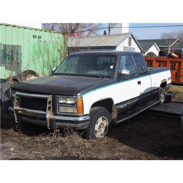 GMC 1500 Ext Cab Pickup 4x4 For Parts, Manual In Truck Was a 1993, Serial #2GTEK19K9N1537150
