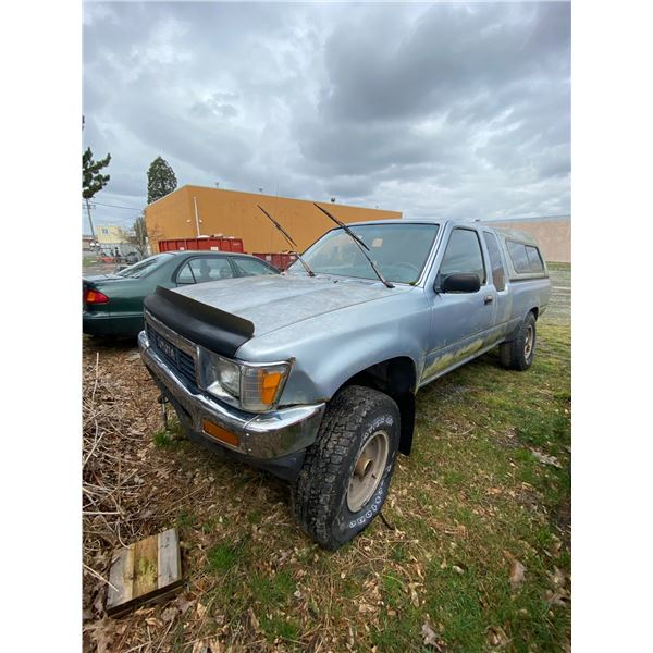 1991 TOYOTA PICKUP, BLUE, WITH CANOPY *PARTS ONLY NO REGISTRATION, MUST TOW NOT ROADWORTHY*