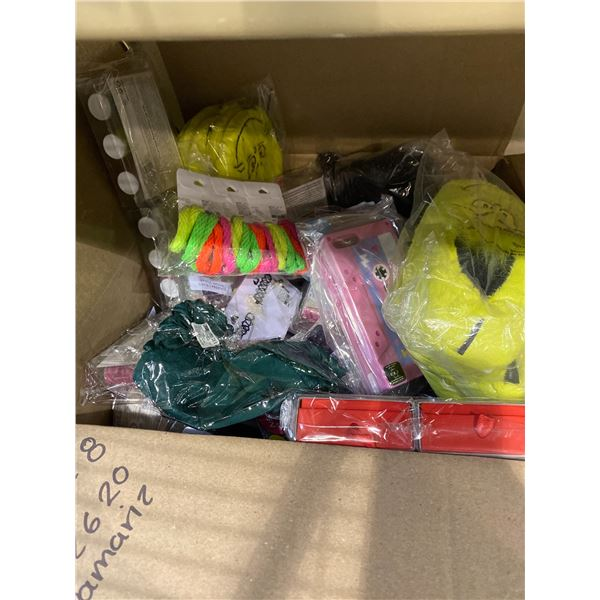 BOX OF ASSORTED STORE GOODS (XMAS SOCKS, GRINCH SLIPPERS, LIP BALM, JEWELRY, BEAUTY ACCESSORIES)
