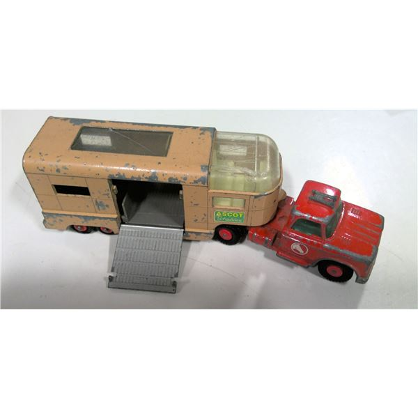 Matchbox King Size Ascot Stables Truck and Horse Trailer