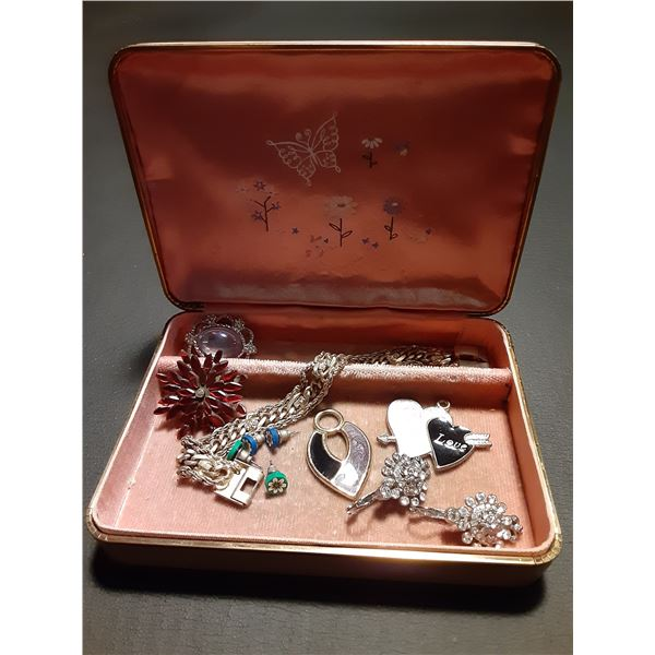Vintage Pink Jewlery box with contents