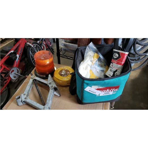 Makita toolbag wit emergency beacon, rope, belts and gloves