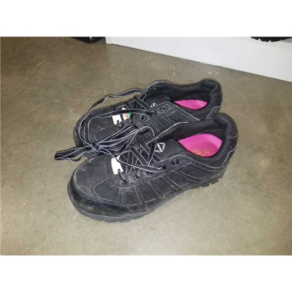 As new workload size 6 shock-absorbing steel-toed work shoes