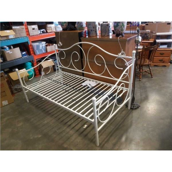 Victoria metal daybed up to 400LB capacity