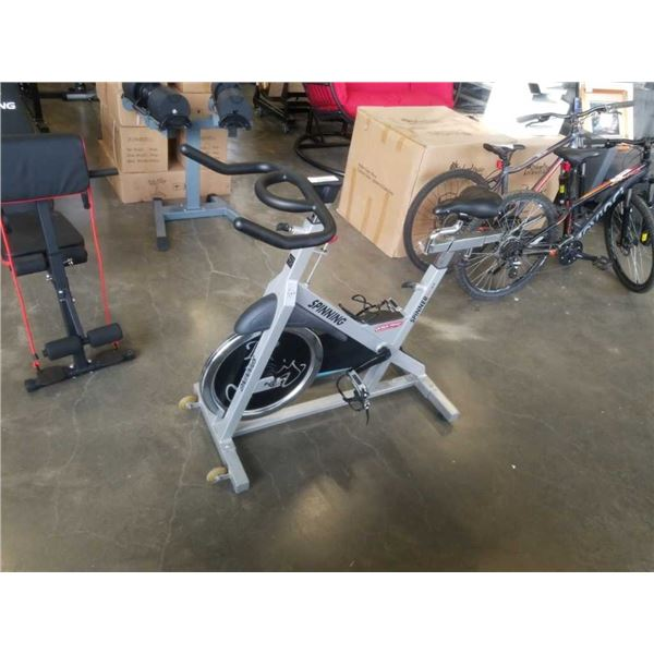 STAR TRAC SPINNER VELOXT SPIN BIKE - GREAT CONDITION, W/ FLOOR MAT