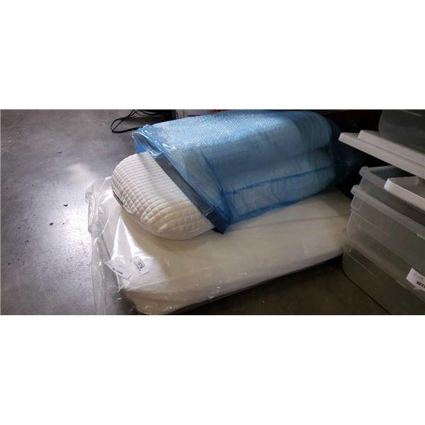3 ikea pillows