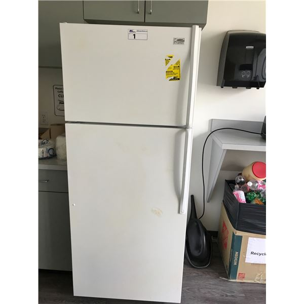 WHITE ESTATE FRIDGE/FREEZE/COMBO WITH RCA MICROWAVE