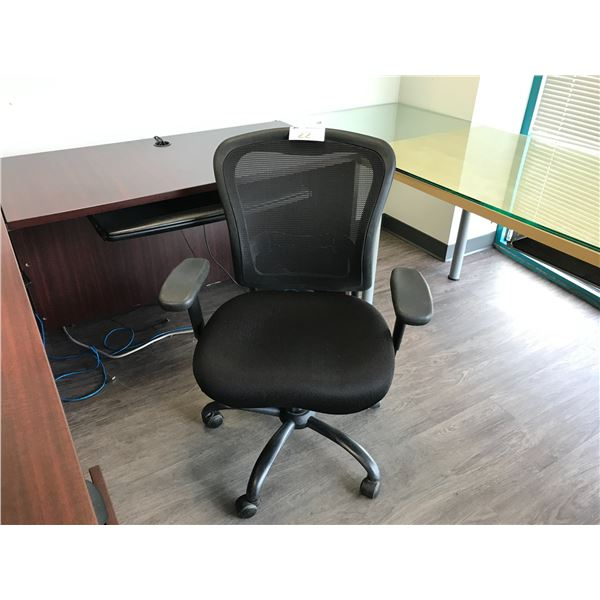 BLACK MESHBACK TASK CHAIR