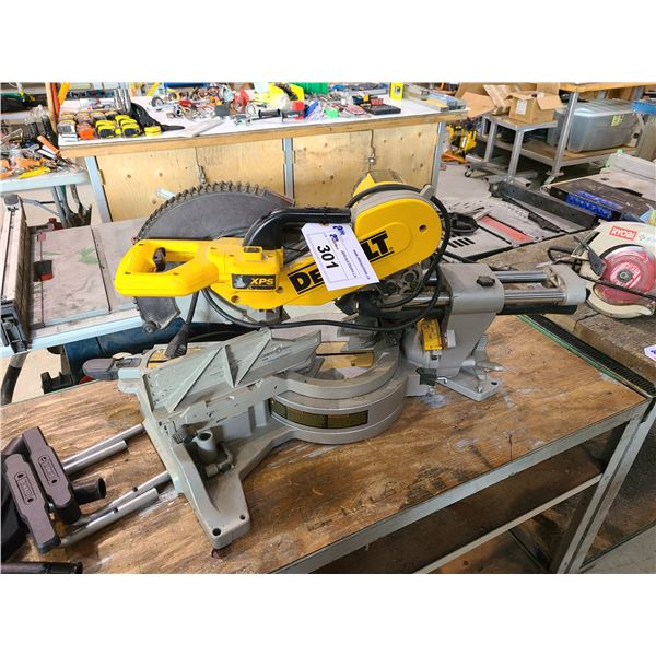 DEWALT DWS780 12  DOUBLE BEVEL SLIDING COMPOUND MITER SAW WITH PARTS INCLUDING 2 DUST COLLECTING