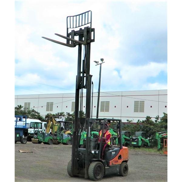 Doosan 30 Diesel Forklift - Starts & Runs (See Video)