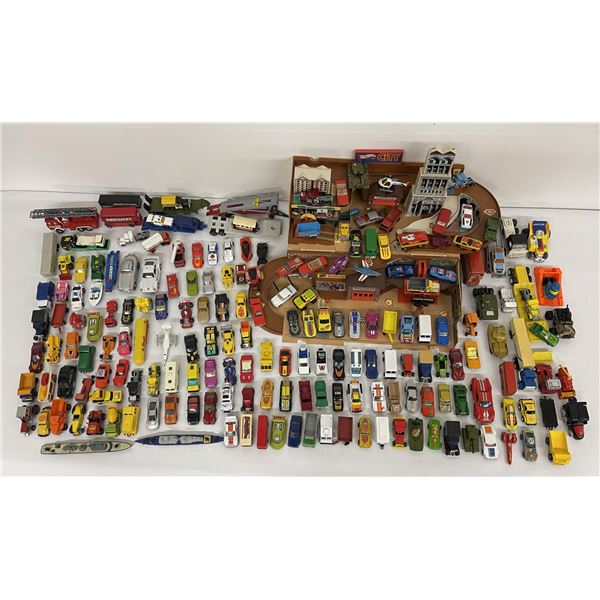 Huge Lot of Old Matchbox and Hotwheels Toy Cars