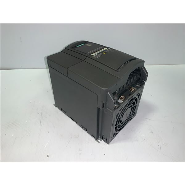 NEW - SIEMENS 6SE6440-2AD22-2BA1 MICROMASTER 440 DRIVE