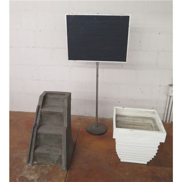 Square White Planter Pot, 3 Step Staircase Display & Black Sign on Pole Base