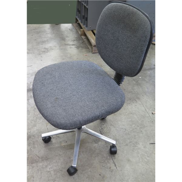 Chair World Rolling Office Chair w/ Gray Upholstered Seat & Back