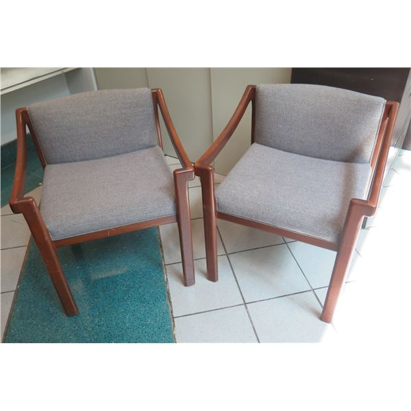 "Qty 2 Com Living Wooden Upholstered Arm Chairs 23""x18""x28"""