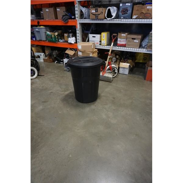 BLACK 33 GALLON GARBAGE CAN WITH LID