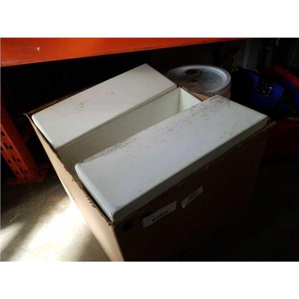 BOX OF PLASTIC BINS