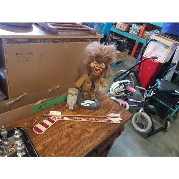 ANIMATED FIGURE, DANCING DASHBOARD HULA GIRL, SIGNED ARROW AND WOOD HOCKEY COLLECTABLE STICK