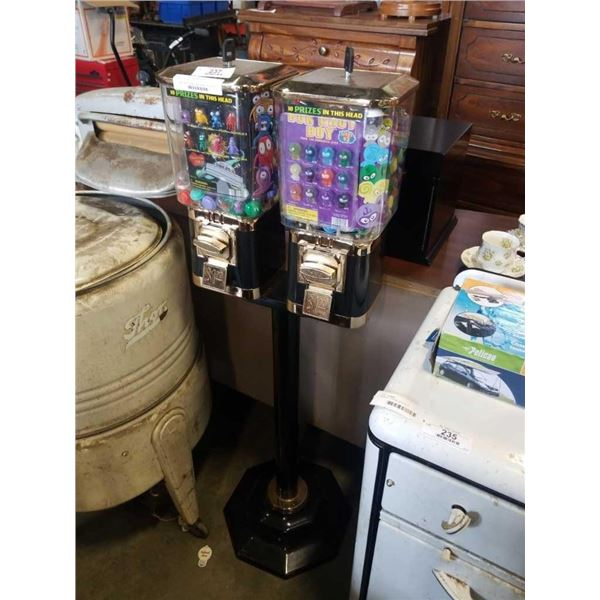 Double head $1 vending machines with keys and toys retail $600