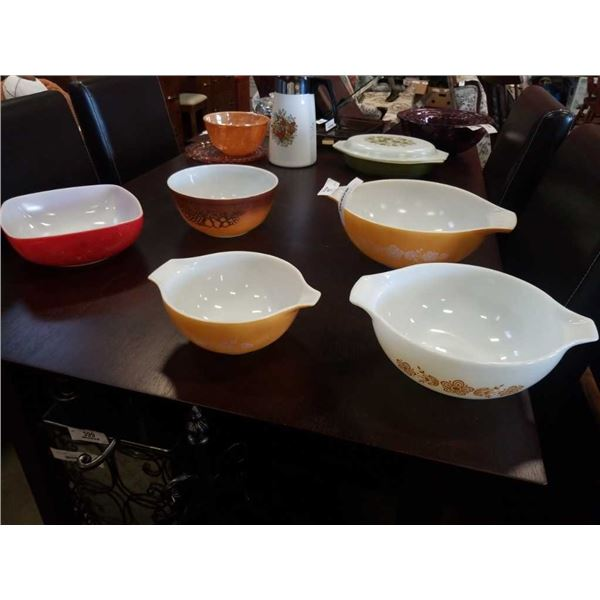5 PIECES VINTAGE PYREX - 3 PIECE BOWL SET AND 2 OTHERS