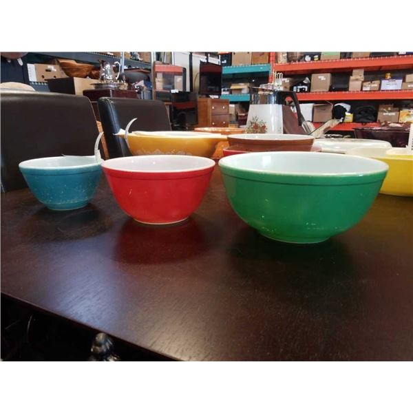 VINTAGE RED GREEN AND BLUE PYREX MIXING BOWLS