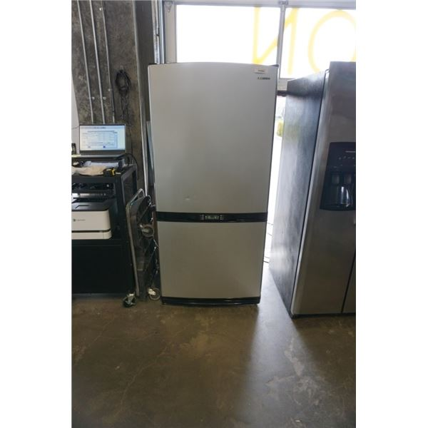 SAMSUNG STAINLESS REFRIGERATOR WITH BOTTOM FREEZER - WORKING 31 INCHES