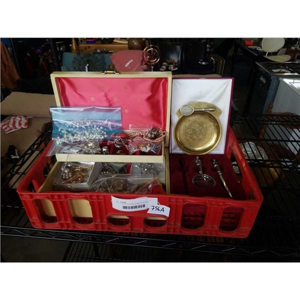 LOT OF JEWELRY AND JEWELRY BOXES