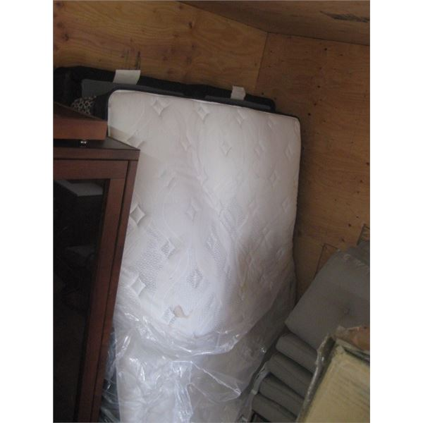 QUEEN PILLOW TOP MATRESS W/ BOX SPRINGS USED