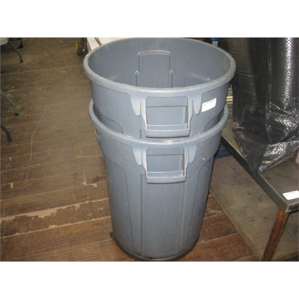 PAIR OF BRUTE GARBAGE CANS 1 SET OF WHEELS