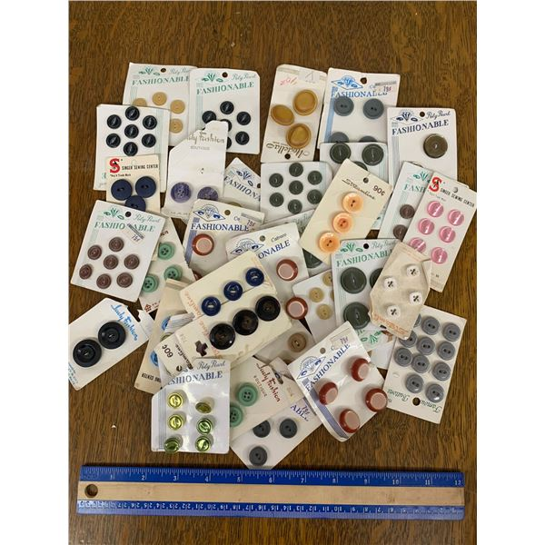LOT OF VINTAGE CARDED BUTTONS
