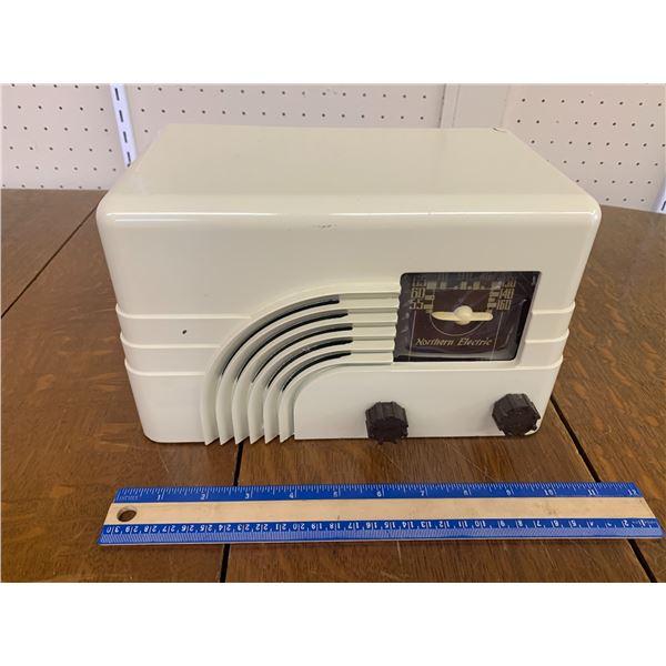 VINTAGE NORTHERN ELECTRIC BATTERY OP RADIO