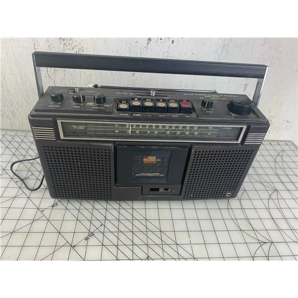 VINTAGE STEREO CASSETTE RECORDER POWERS ON
