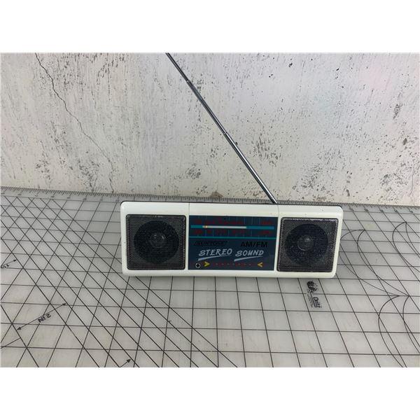 VINTAGE SUNTONE TRANSISTOR RADIO UNTESTED