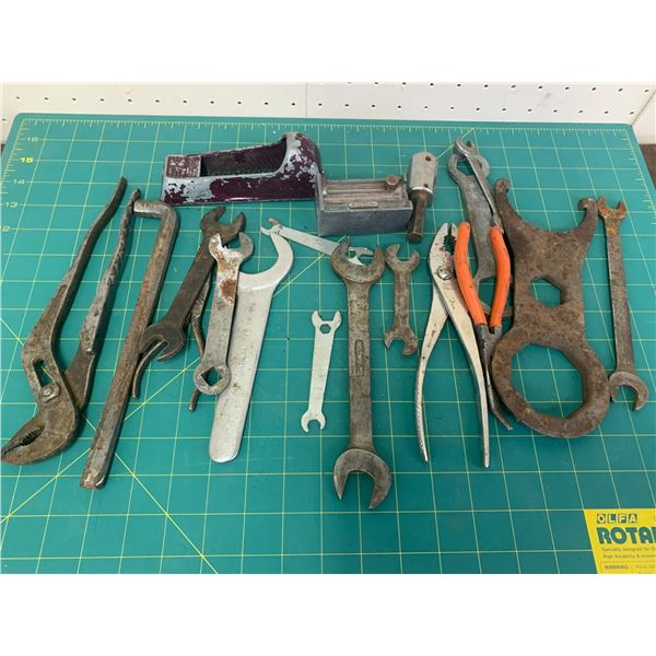 LOT OF VARIOUS WRENCHES ETC