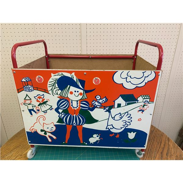 VINTAGE CHILDREN'S TOY BOX