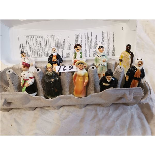 10 people of the world figurines