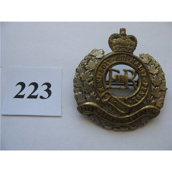 ROYAL CANADIAN ENGINEERS CAP BADGE - QUEEN'S CROWN