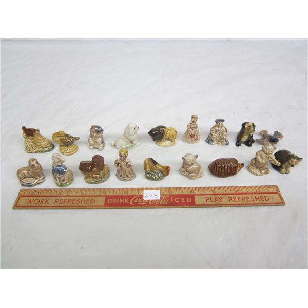 18 Red Rose Wade Figurines Good Condition