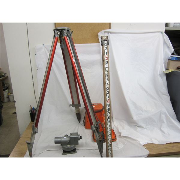 Sokkisha B2 Level, Stand, Measuring Rod Good Condition