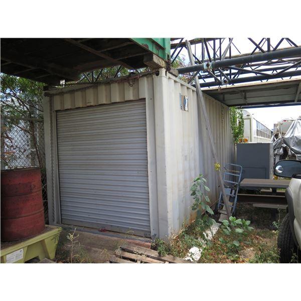 Container 20ft -Has roll Up Door