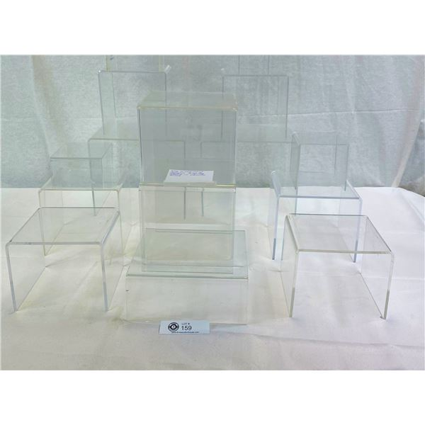 Nice Mixed Lot Of Acrylic Display Stands In Various Sizes