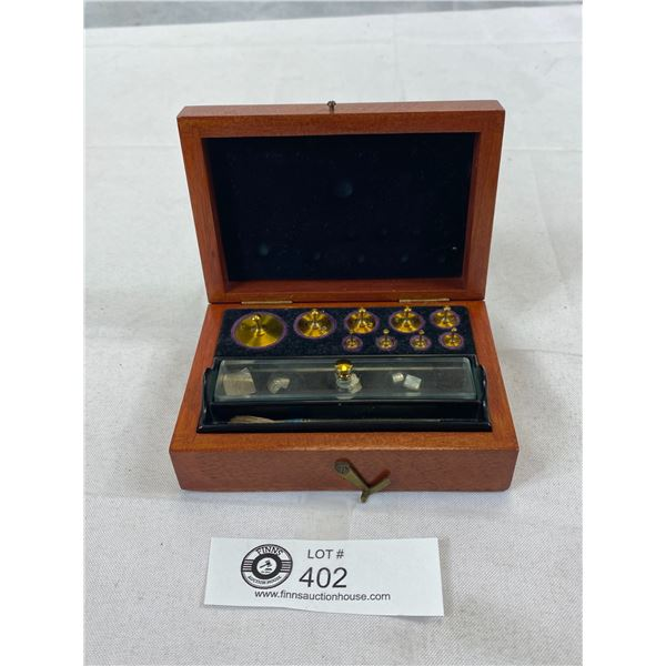 Central Scientific Company Of Canada, Toronto, Weight Scale Set