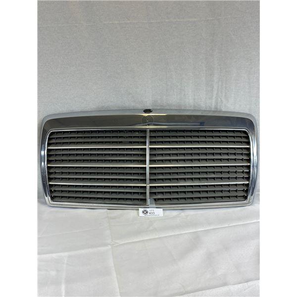 Mercedes Benz Grill with no emblem serial 1248880223