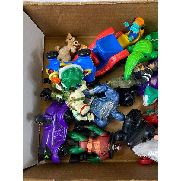 tray lot of action figures
