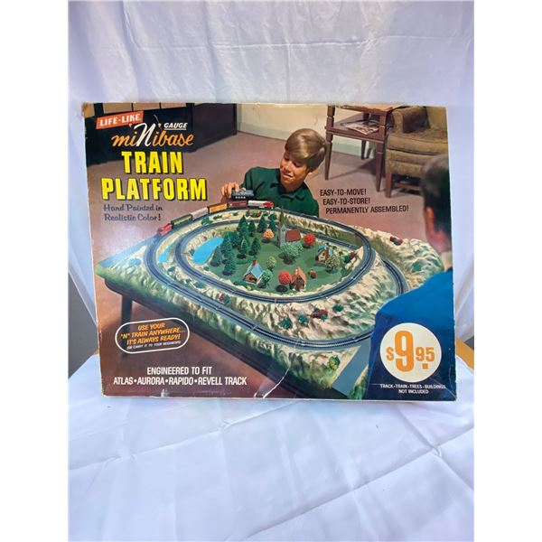 Very Large Life Like Train Platform in original Box 36 x 30 [Local Pickup or Pac Mail Only]