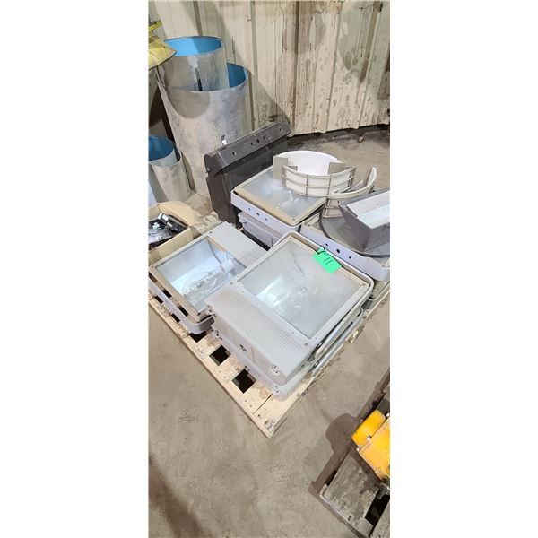 SKID OF YARD LIGHTS C/W 8 FIXTURES LOCATED IN FORT MCMURRAY